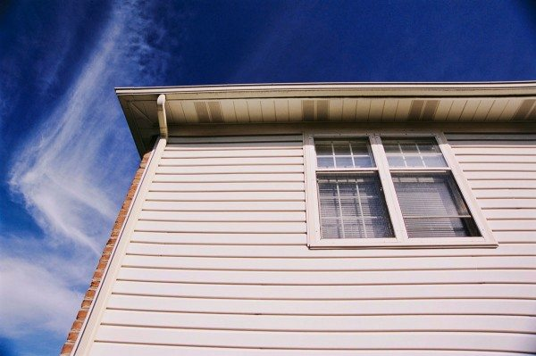 Фасад дома декорированный алюминиевым сайдингом