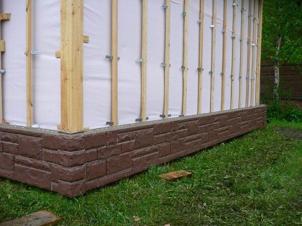 Гидроизоляция наружных стен здания с последующей установкой обрешетки