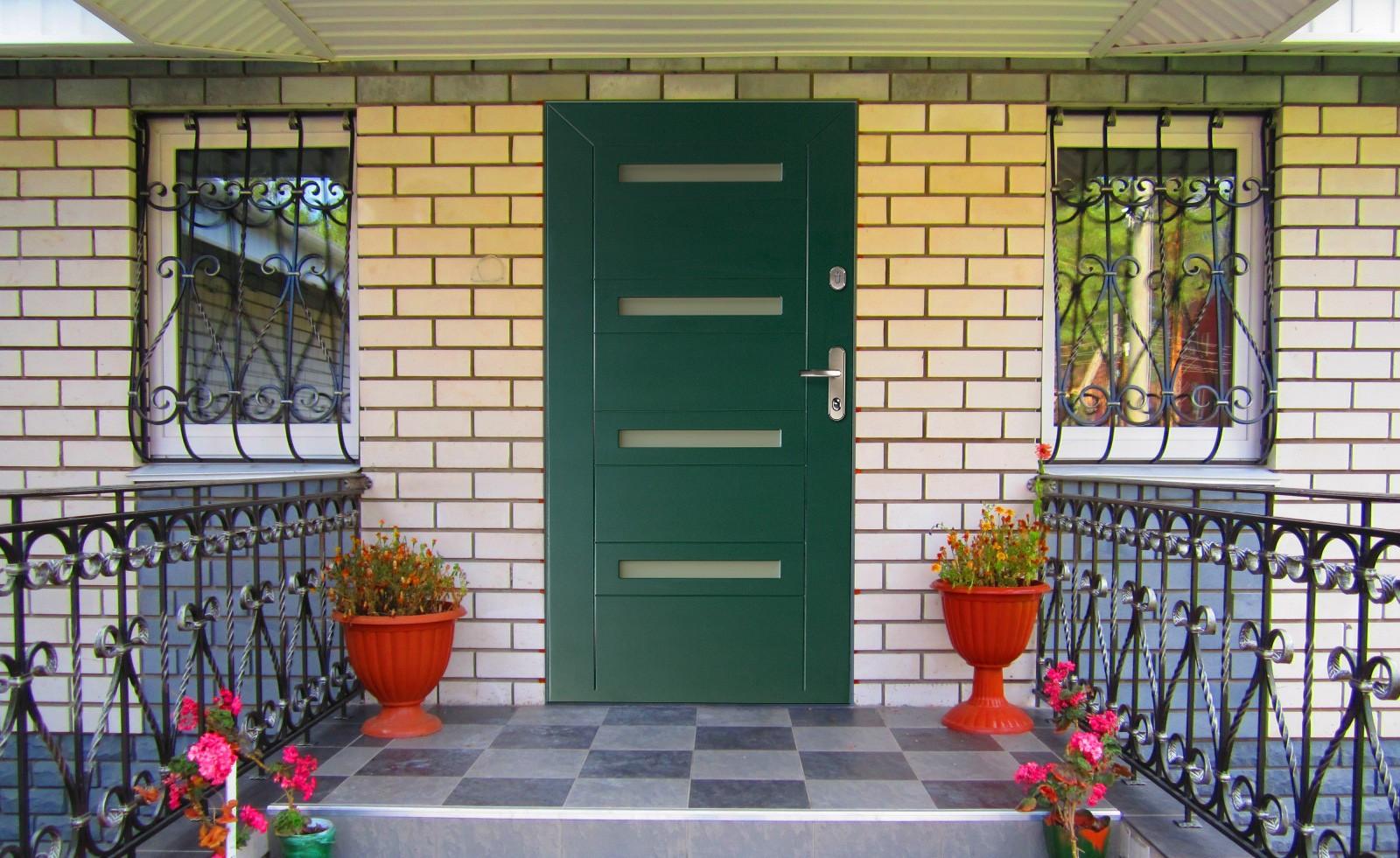 Выбор входной двери на дачу