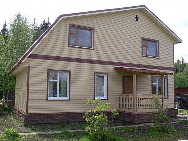 Дом, обделанный сайдингом.