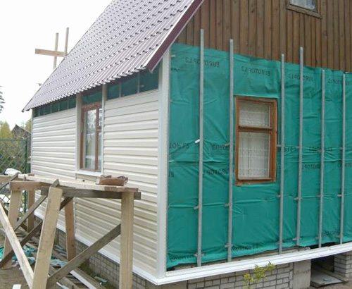 Монтаж сайдинга с утеплением фасада