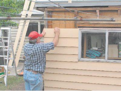 Если вы сомневаетесь, что у вас все получится, начните с отделки небольших хозяйственных построек