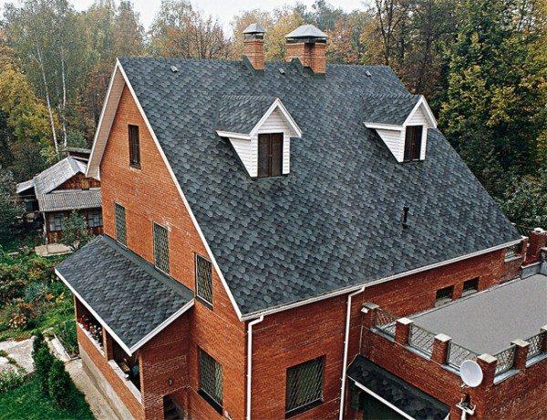 Фасад и крыша должны хорошо сочетаться друг с другом.