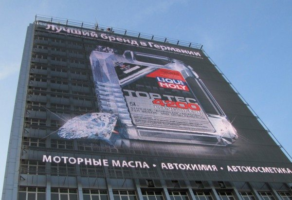 Такой фасад способен стать мощным инструментом рекламы.
