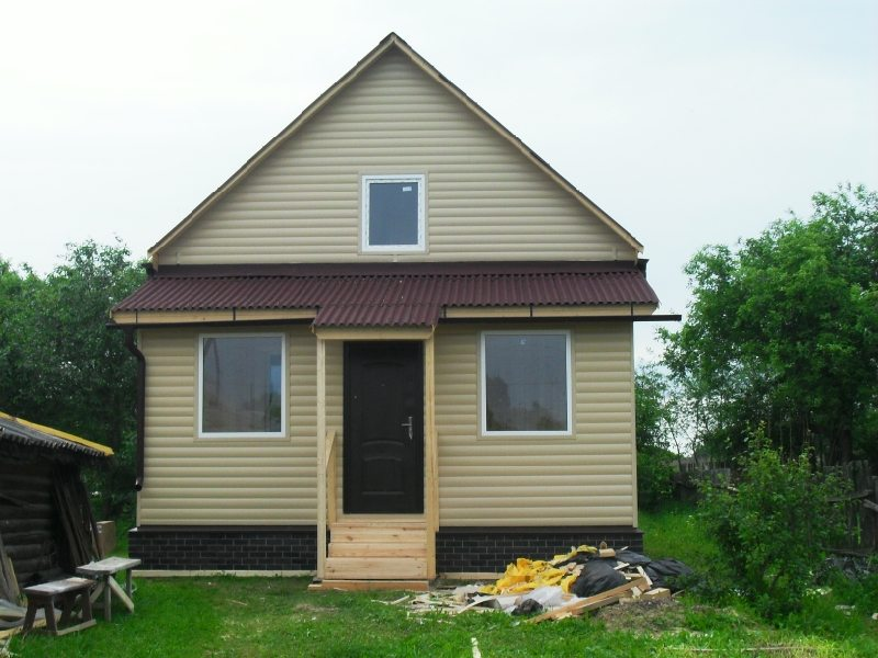 Современный вид можно придать не только домам, но и небольшим дачным домикам