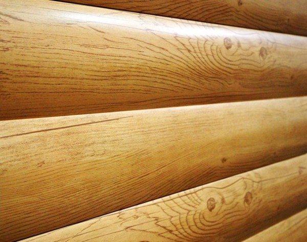 Высококачественное декоративное полимерное покрытие, имитирующее сосну, мореный дуб и многие другие ценные породы – основное отличие этого сайдинга.