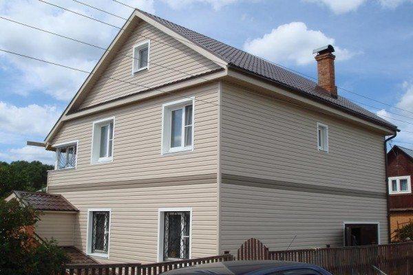 Фото дома, обшитого металлосайдингом
