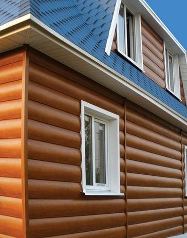 Новый дизайн – новый вид домов, облицованных виниловым сайдингом под оцилиндрованное дерево