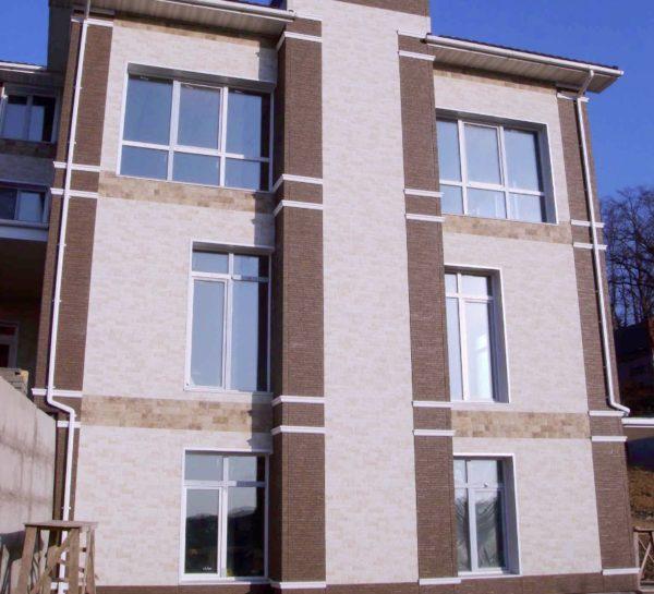 Обшитый фиброцементным сайдингом фасад может прослужить до 50 лет