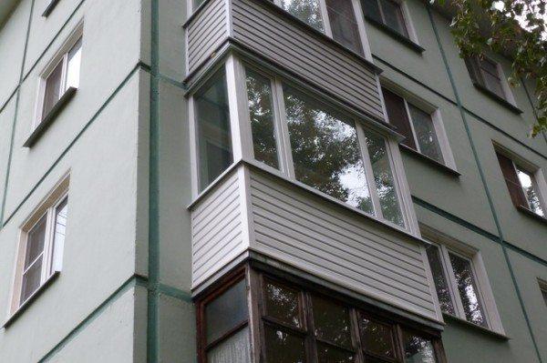 Утеплить и придать красивый внешний вид можно любому балкону