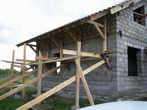 Самодельные строительные леса для фасада