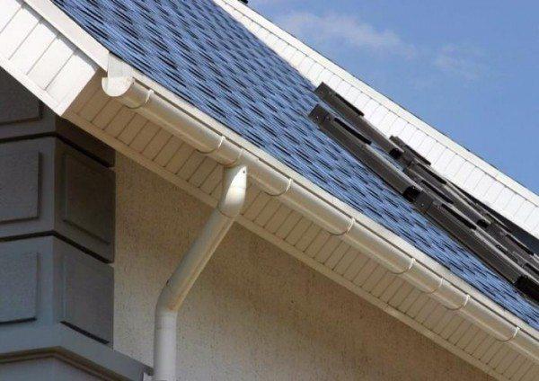 Сайдинг – наиболее доступный материал для подшивки свеса крыши