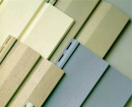 Панели сайдинга для бани могут быть как виниловыми, так и деревянными