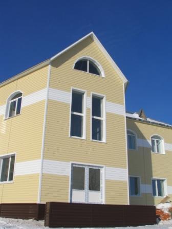 Дом, облицованный «Корабельной доской».