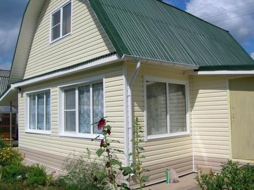 Сравните с картинкой выше – стоит добавить немного желтого цвета и вид дома меняется