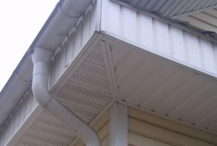 И стены и крыша из сайдинга