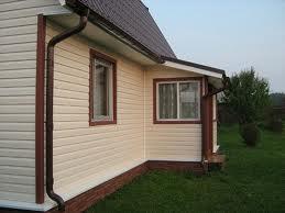 Отделка дома виниловым сайдингом на два цвета