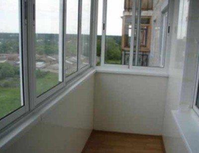 С помощью сайдинга может быть осуществлена также и внутренняя отделка балкона