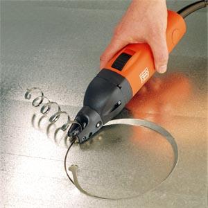Сегодня существуют полуавтоматические модели ножниц, которые значительно упрощают процесс резки