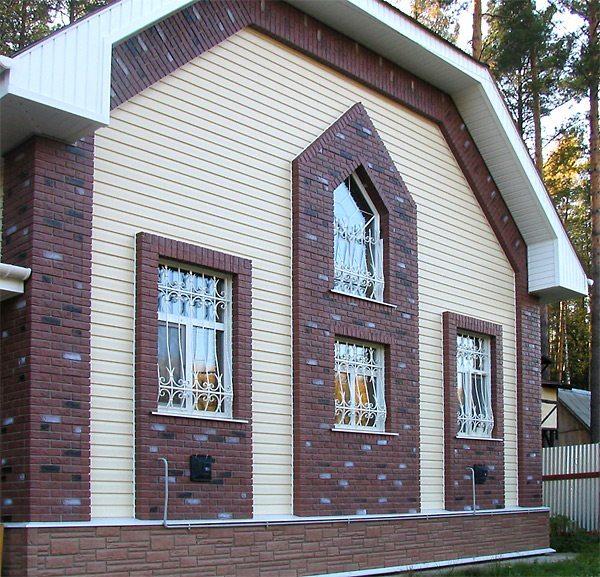 Применение для отделки дома цокольного сайдинга, имитирующего кирпич