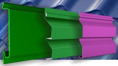 Сайдинг из металла может быть окрашен в любой цвет, что дает ему преимущество над аналогичными материалами