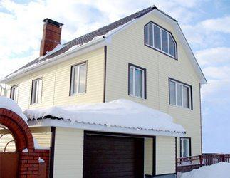 Этот дом был отделан зимой, но, ни одна панель Хольцпласта не деформировалась
