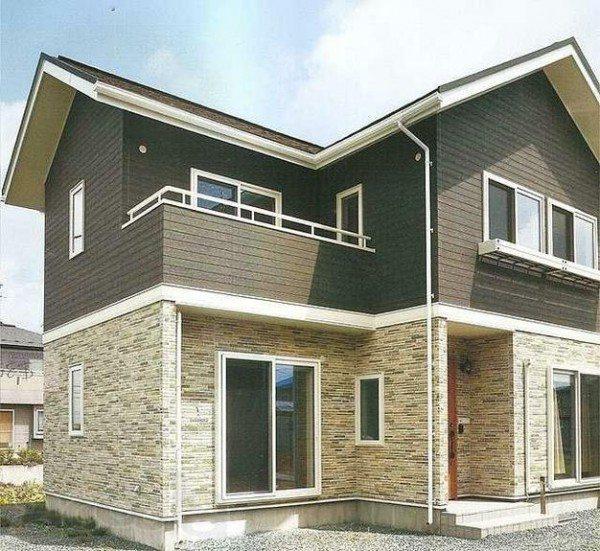 Фасад дома декорированный японским сайдингом